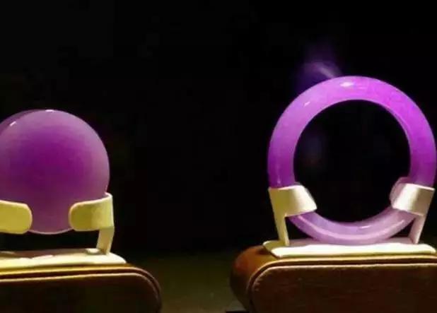 两颗罕见极品紫罗兰翡翠大PK,富贵袭人,你觉得哪个好?