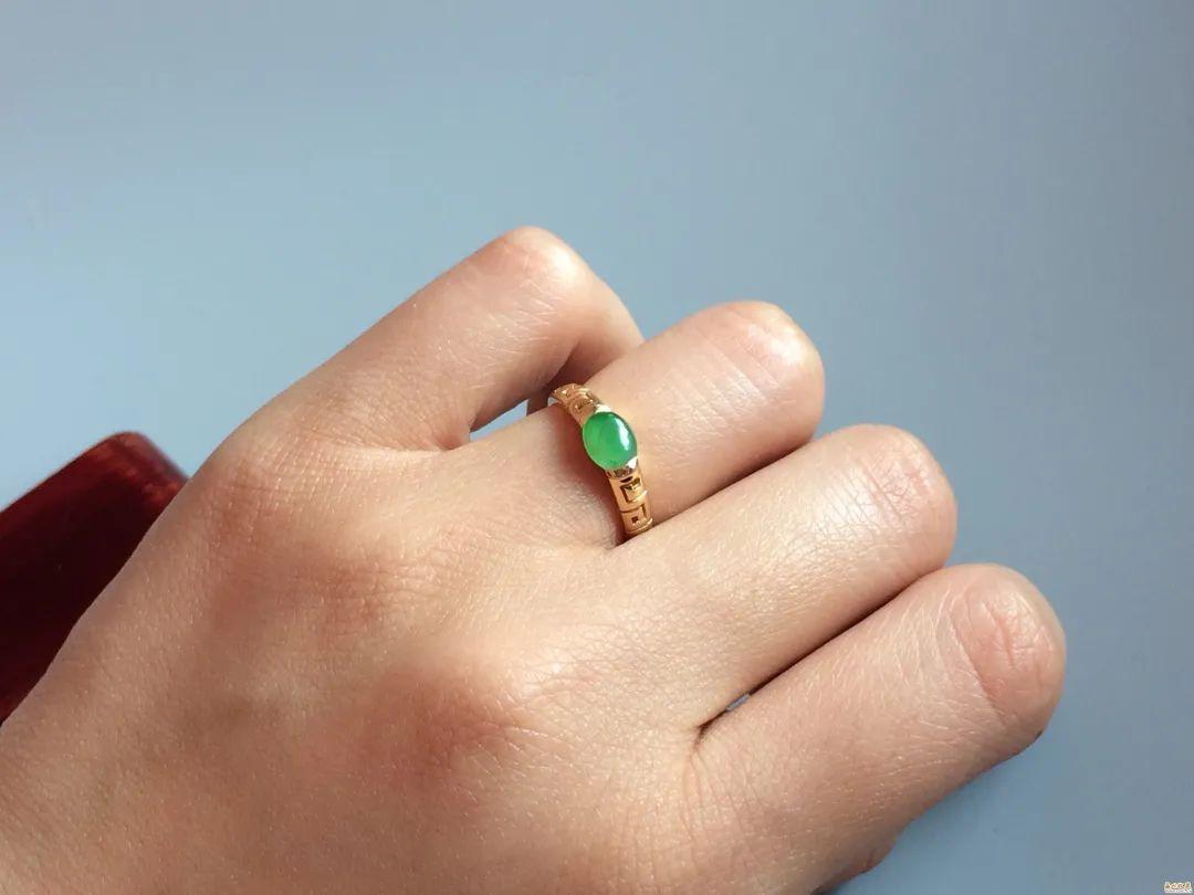 翡翠戒指寓意美好,不同人群如何选购翡翠戒指呢?-第1张图片-翡翠网