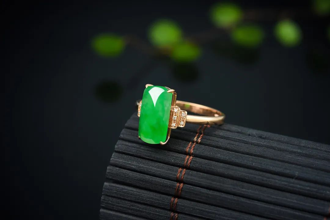 翡翠戒指寓意美好,不同人群如何选购翡翠戒指呢?-第2张图片-翡翠网