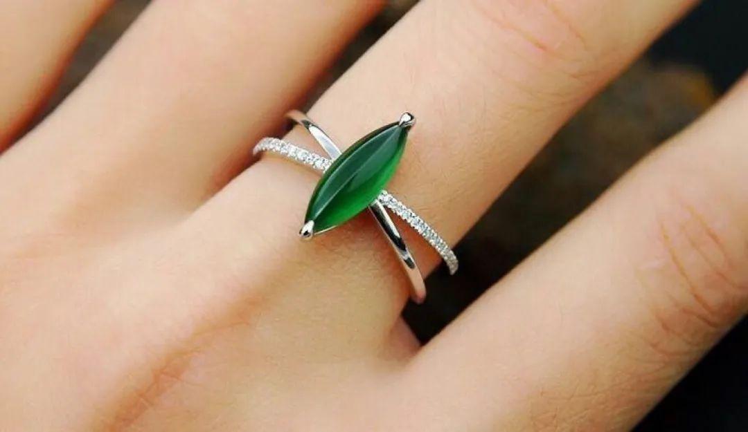 翡翠戒指寓意美好,不同人群如何选购翡翠戒指呢?-第3张图片-翡翠网