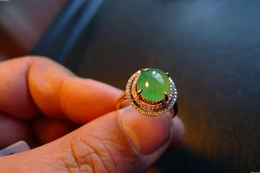 翡翠戒指寓意美好,不同人群如何选购翡翠戒指呢?-第4张图片-翡翠网