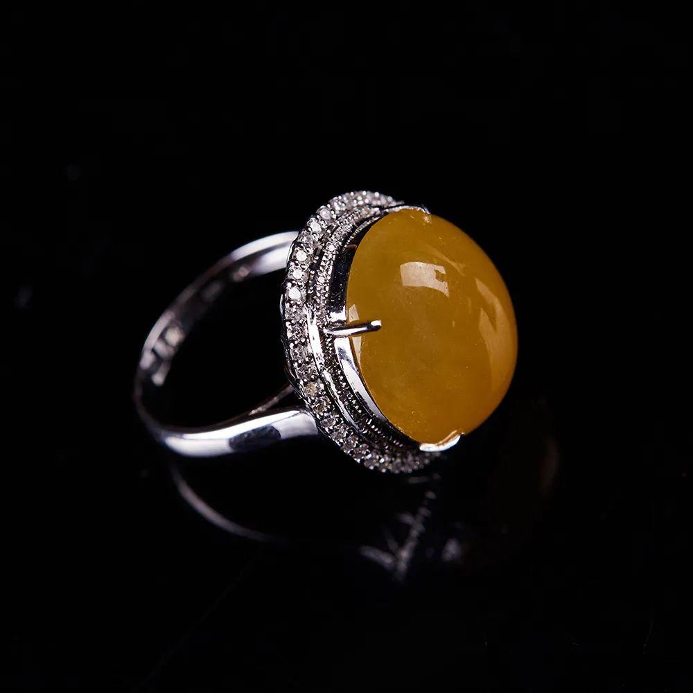 翡翠戒指寓意美好,不同人群如何选购翡翠戒指呢?-第5张图片-翡翠网