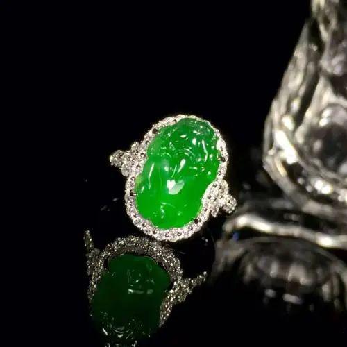 翡翠戒指寓意美好,不同人群如何选购翡翠戒指呢?-第6张图片-翡翠网