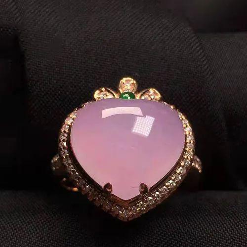 翡翠戒指寓意美好,不同人群如何选购翡翠戒指呢?-第9张图片-翡翠网