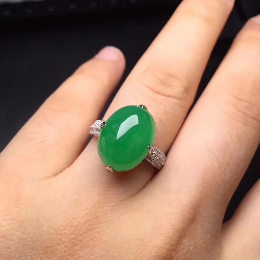 翡翠戒指寓意美好,不同人群如何选购翡翠戒指呢?-第13张图片-翡翠网