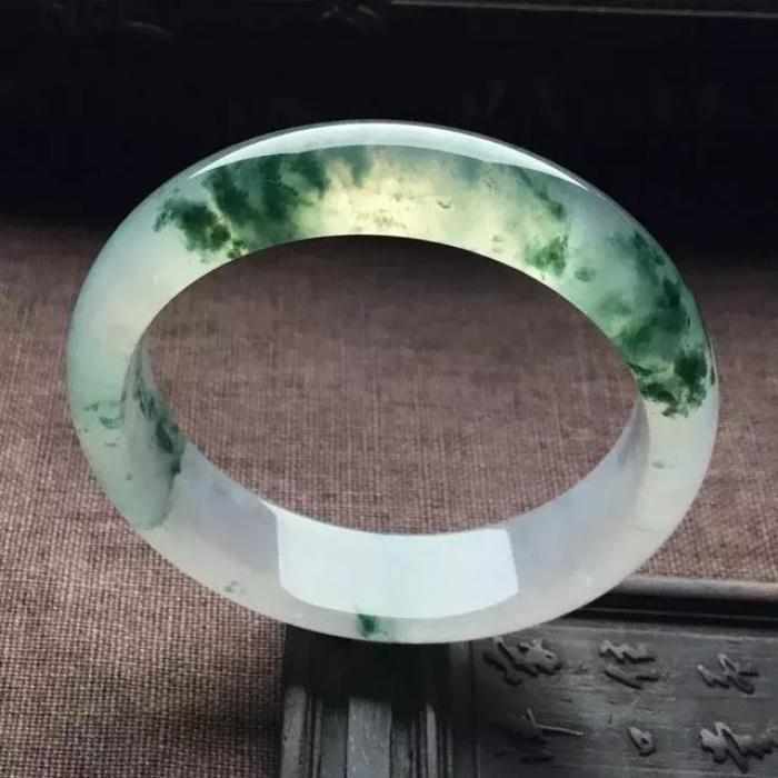 飘花翡翠知识玻璃种飘花翡翠-第2张图片-翡翠网
