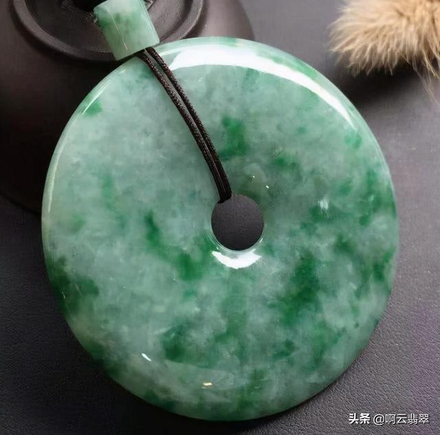 豆种帝王绿翡翠原石图,豆种帝王绿翡翠特点-第2张图片-翡翠网