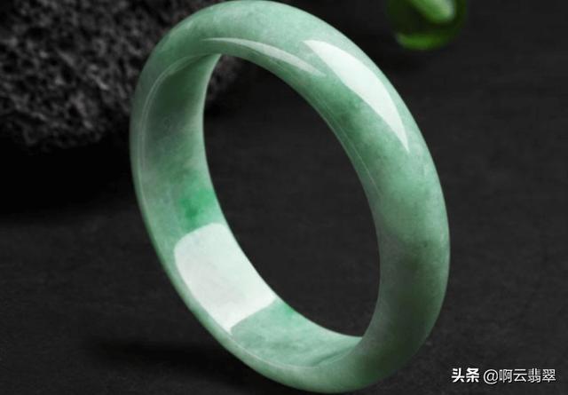 豆种帝王绿翡翠原石图,豆种帝王绿翡翠特点-第3张图片-翡翠网