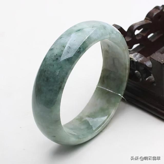 豆种帝王绿翡翠原石图,豆种帝王绿翡翠特点-第4张图片-翡翠网
