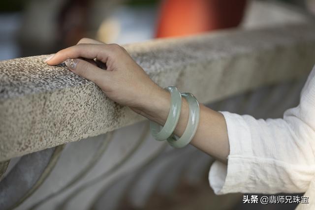 戴翡翠手镯的好处,女性佩戴翡翠手镯的好处-第2张图片-翡翠网