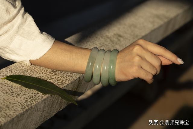 戴翡翠手镯的好处,女性佩戴翡翠手镯的好处-第3张图片-翡翠网