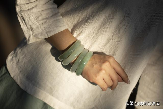 戴翡翠手镯的好处,女性佩戴翡翠手镯的好处-第4张图片-翡翠网