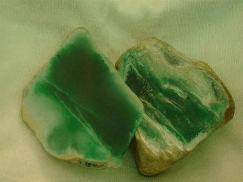 翡翠原石外面为什么有一层皮,翡翠原石皮壳-第1张图片-翡翠网