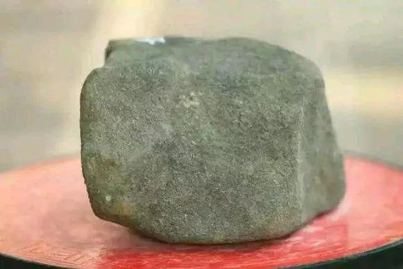 翡翠原石外面为什么有一层皮,翡翠原石皮壳-第11张图片-翡翠网