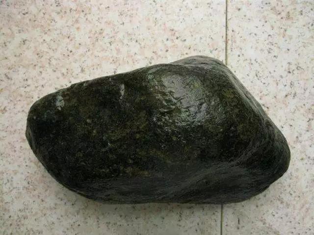 翡翠原石外面为什么有一层皮,翡翠原石皮壳-第12张图片-翡翠网